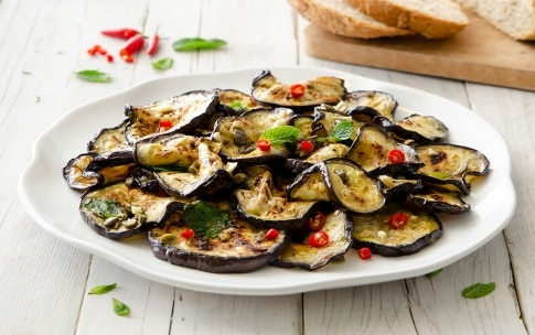 Preparazione Melanzane marinate con capperi e peperoncino - Fase 4