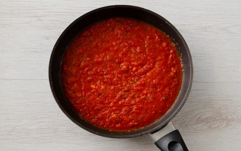 Preparazione Uova mollette al pomodoro - Fase 2
