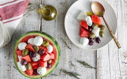 Anguria ripiena di mozzarella e olive