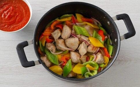 Preparazione Cous cous allo zafferano con spezzatino ai peperoni - Fase 3