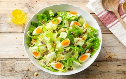 Preparazione Insalata con uova, pane e mandorle - Fase 3