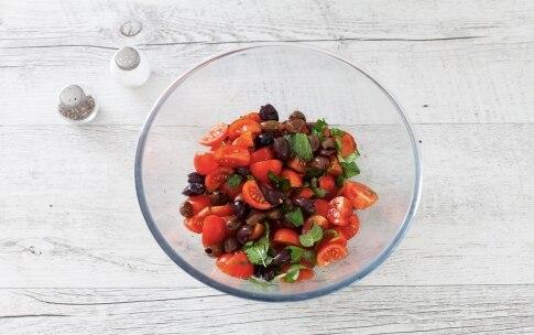 Preparazione Insalata di riso con pomodorini, feta e olive - Fase 1