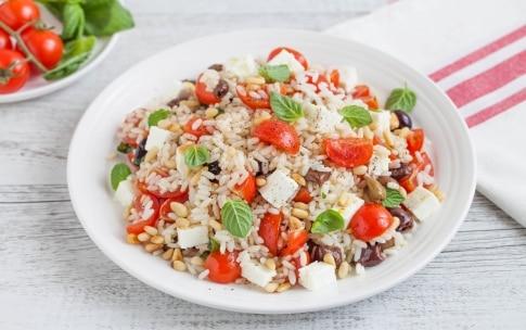 Preparazione Insalata di riso con pomodorini, feta e olive - Fase 2