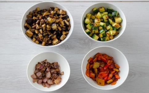 Preparazione Insalata di farro con provolone e verdure saltate - Fase 2