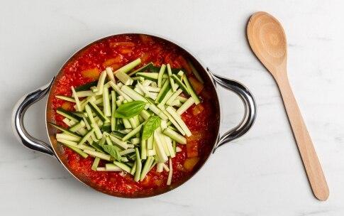 Preparazione Uova affogate con ratatuia di zucchine e peperoni - Fase 2