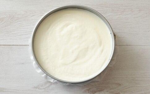 Preparazione Cheesecake allo yogurt con fichi e noci caramellate - Fase 5