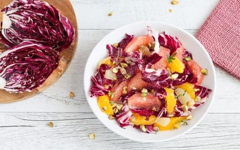 Preparazione Insalata autunnale di radicchio, agrumi e pistacchi  - Fase 2