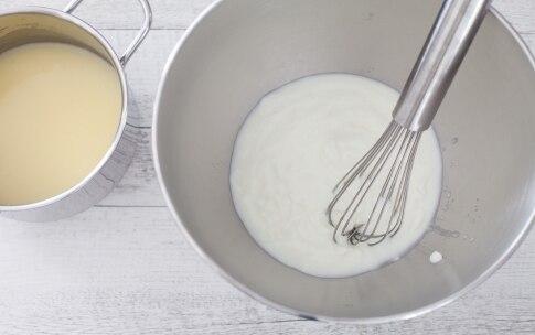 Preparazione Mattonella di yogurt al cocco e frutti di bosco  - Fase 1