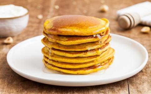 Preparazione Pancake alla curcuma - Fase 3