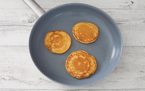 Preparazione Pancake alla curcuma - Fase 2