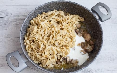 Preparazione Tagliatelle di grano saraceno ai funghi e yogurt  - Fase 3