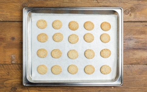 Preparazione Biscotti salati con mousse di salmone affumicato - Fase 4