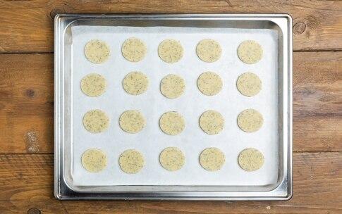 Preparazione Biscotti salati con mousse di salmone affumicato - Fase 3
