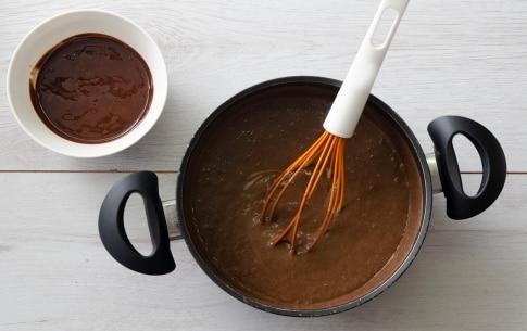 Preparazione Crostata meringata al cacao - Fase 6