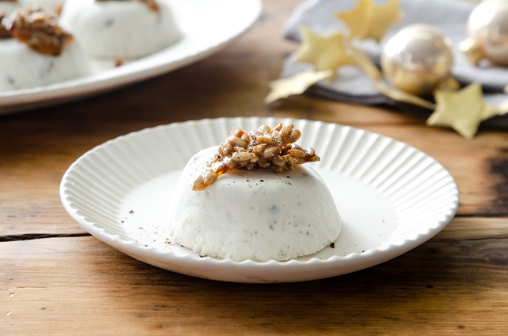 Mousse al gorgonzola, datteri e semi caramellati