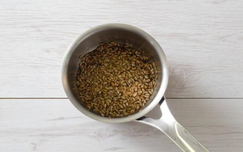 Preparazione Mousse al gorgonzola, datteri e semi caramellati - Fase 3