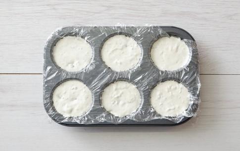 Preparazione Mousse al gorgonzola, datteri e semi caramellati - Fase 2