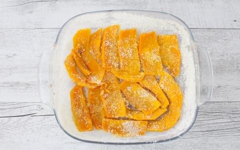 Preparazione Parmigiana di zucca con pancetta affumicata e noci  - Fase 1