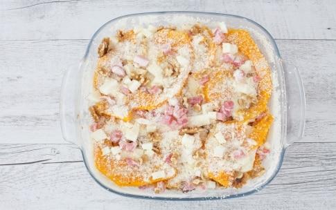 Preparazione Parmigiana di zucca con pancetta affumicata e noci  - Fase 2