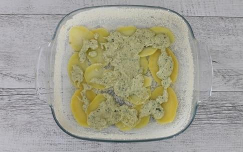 Preparazione Sfogliata di patate al formaggio con erbe aromatiche - Fase 3