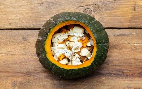 Preparazione Zucca al forno ripiena di formaggi - Fase 3