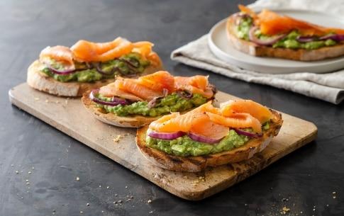 Preparazione Avocado toast al salmone - Fase 3