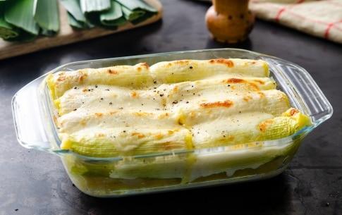 Preparazione Cannelloni di porri ripieni con patate e salame - Fase 4