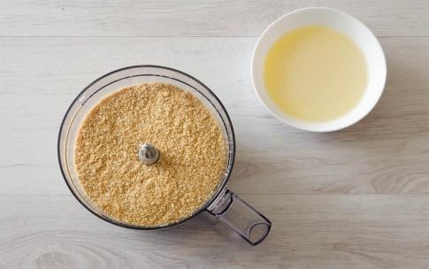 Preparazione Cheesecake salata con asparagi e robiola - Fase 1