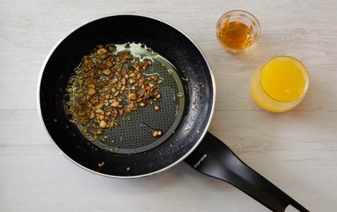 Preparazione Filetto in crosta di nocciole con riduzione all'arancia e rum - Fase 2