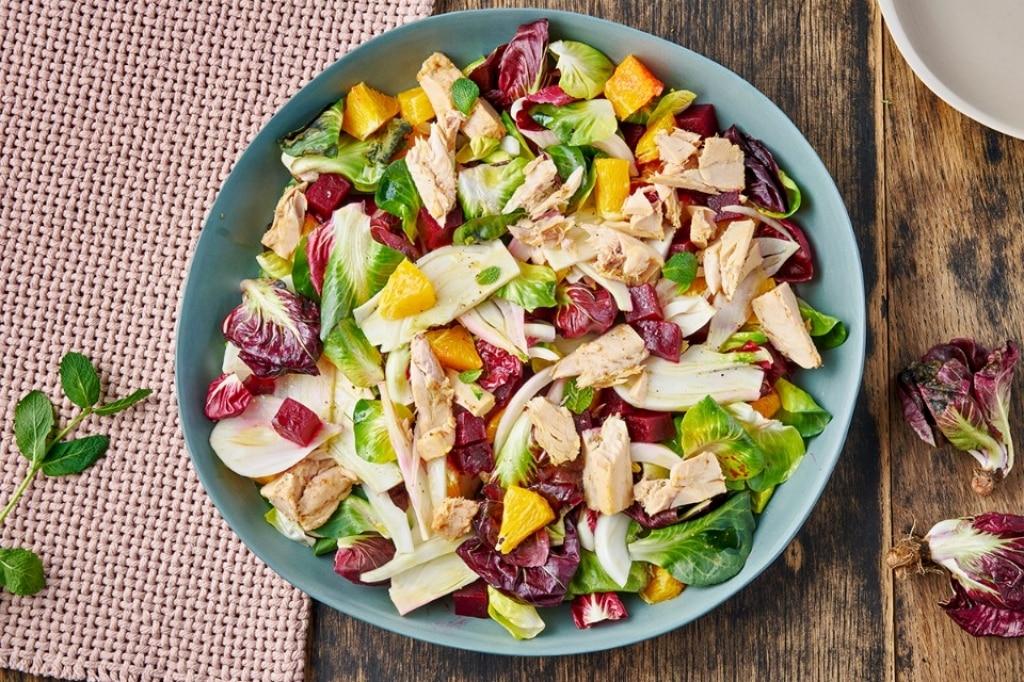 Insalata di arance, finocchi, barbabietole e sgombro
