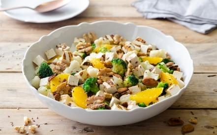 Insalata di verdure invernali con tofu grigliato