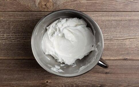 Preparazione Mini pavlove al melograno, lamponi e profumo d'arancia  - Fase 1