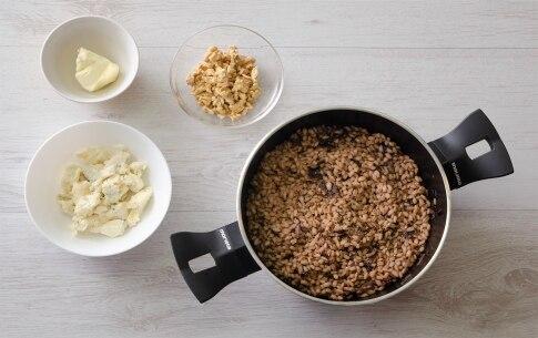 Preparazione Orzotto al radicchio, gorgonzola e noci  - Fase 2