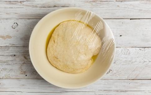 Preparazione Pizza gourmet alla crema di zucca, caciocavallo e lardo  - Fase 1