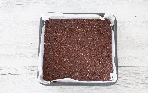 Preparazione Quadrotti cheesecake con yogurt al cocco e lamponi  - Fase 1