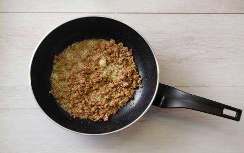 Preparazione Reginette alla salsiccia, stracchino e finocchietto - Fase 1