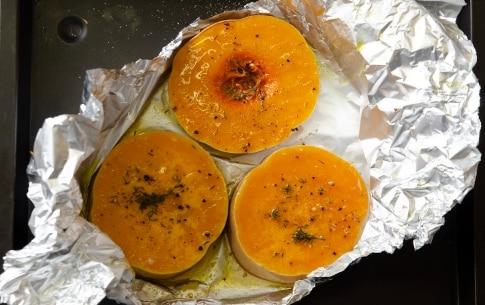 Preparazione Risotto alla crema di zucca con mousse di parmigiano e nocciole  - Fase 1