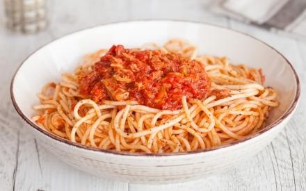 Spaghetti con il tonno alla bolognese