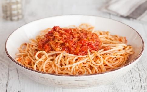Preparazione Spaghetti con il tonno alla bolognese - Fase 3