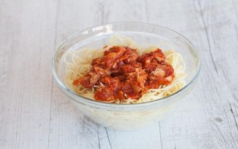 Preparazione Spaghetti con il tonno alla bolognese - Fase 2
