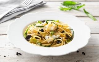 Spaghettoni con baccalà, olive nere e...