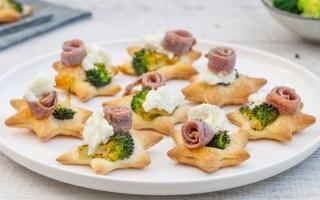 Stelline di pasta sfoglia con broccoli,...