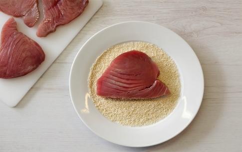Preparazione Tagliata di tonno al sesamo con cipolle caramellate - Fase 2
