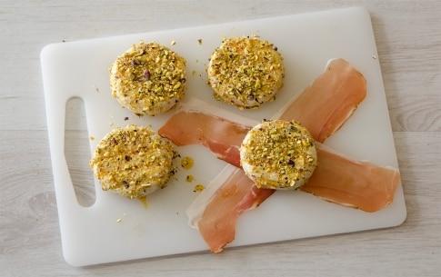 Preparazione Tomini filanti allo speck, pistacchi e miele - Fase 1