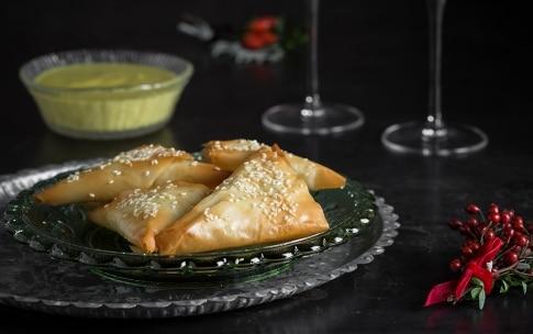 Preparazione Triangoli di pasta fillo con pollo alle erbette e salsa al curry  - Fase 3