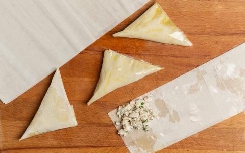 Preparazione Triangoli di pasta fillo con pollo alle erbette e salsa al curry  - Fase 2