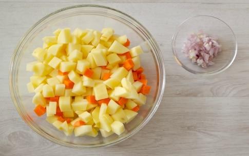 Preparazione Vellutata di patate allo zafferano con gamberoni bardati - Fase 1