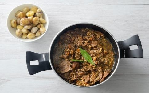 Preparazione Zuppa di farro con porcini e castagne - Fase 2