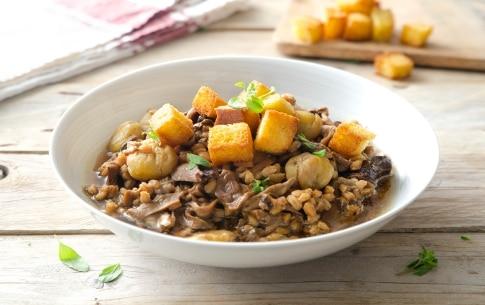 Preparazione Zuppa di farro con porcini e castagne - Fase 3