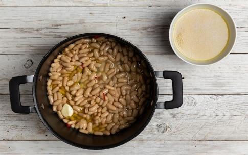 Preparazione Zuppa di tubetti con cozze, cannellini e pecorino - Fase 2